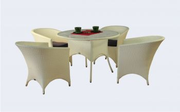 weiße Gartenmöbel aus Holz